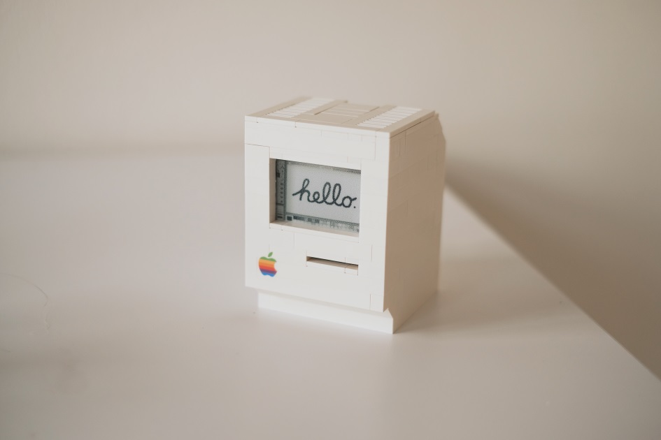 Миниатюрная работающая копия Macintosh Clasic из Lego